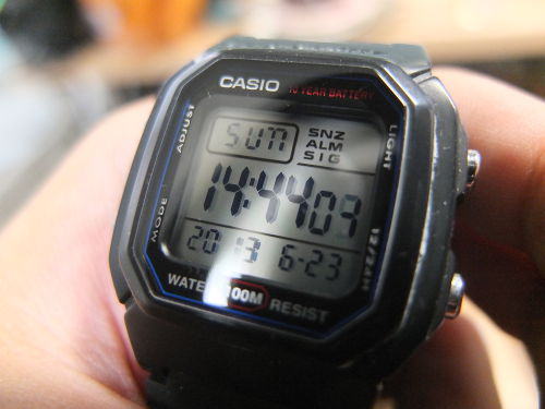 サンドペーパーとコンパウンドで腕時計の傷を消す方法